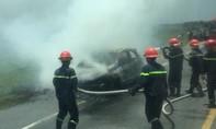Xe hơi mới mua cháy rụi trên đường đi bảo dưỡng