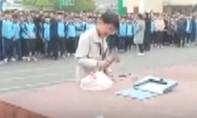 Clip giáo viên bắt học sinh dùng búa đập điện thoại cá nhân