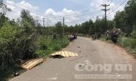 Xe ben tông văng xe máy vào bụi cây, 2 thanh niên tử vong tại chỗ