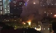 Quán bia Hải Xồm bốc cháy, khách và nhân viên tháo chạy