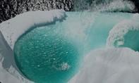 Clip nhiếp ảnh gia vô tình phát hiện hồ bơi tự nhiên tuyệt đẹp