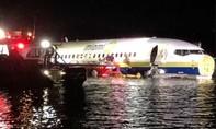 Máy bay Boeing 737 chở 136 người lao xuống sông, không ai thiệt mạng