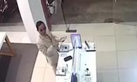 Mặc vest chỉnh tề, vào cửa hàng FPT trộm điện thoại xịn