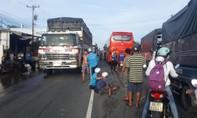 Ôtô khách tông xe máy, một học sinh lớp 2 tử vong trên đường đi học