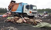 TP.HCM: Bắt quả tang vụ đổ rác thải trái phép ra môi trường
