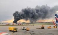 Máy bay Sukhoi Nga cháy trên đường băng, ít nhất 41 người chết