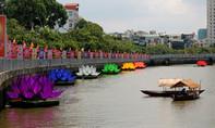 Hạ thủy 7 đóa sen cầu vồng trên kênh Nhiêu Lộc mừng Đại lễ Phật Đản