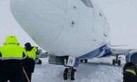 Một máy bay Nga lao khỏi đường băng khi hạ cánh