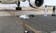 Nhân viên sân bay bị máy bay cán tử vong