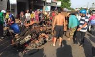 Xe máy cày gãy trục đè bẹp xe máy, 10 người bị thương