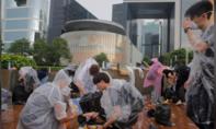 Hong Kong đóng cửa các văn phòng chính phủ, thắt chặt an ninh sau bạo động