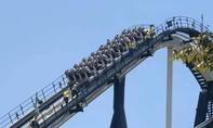 Nhiều khách mắc kẹt trên cao do trò chơi đột ngột dừng chạy