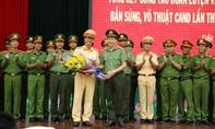 Khen thưởng CBCS xuất sắc trong hội thi điều lệnh, bắn súng, võ thuật