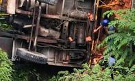 Tai nạn trên cầu Hàm Luông, 2 ô tô rơi xuống kênh, 3 người thương vong