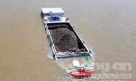 Hãi hùng tàu thuyền chở quá tải dập dìu trên sông Tiền, sông Hậu