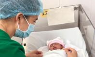 Bé gái sơ sinh thiếu tháng bị bỏ rơi tại bệnh viện