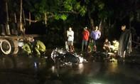 Xe máy tông xe công nông lúc đèn đường bị cúp, một người tử vong