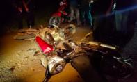 Xe máy đối đầu trong đêm, 2 người thương vong