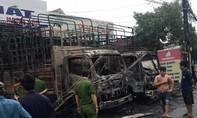 Clip thanh niên ném bom xăng thiêu rụi hai xe tải ở Đồng Nai