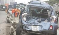 Xe khách gây tai nạn liên hoàn, 2 ô tô bẹp dúm, nhiều người thoát chết