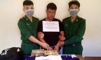 """Đối tượng người nước ngoài """"cõng"""" 24.000 viên ma túy vào Việt Nam"""