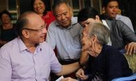Trung tướng Lê Đông Phong thăm, tặng quà các mẹ Việt Nam Anh hùng