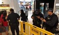 Cảnh sát vũ trang vãn hồi trật tự hàng ngàn người tập trung mua... điện thoại