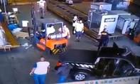 Clip nhóm cướp vũ trang lấy 720kg vàng ở sân bay chỉ trong 3 phút