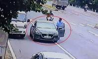 Nhóm người nước ngoài dàn cảnh cướp giật tiền của chủ xe tải
