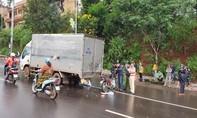 Tông vào xe tải hỏng đậu giữa đường, 1 cán bộ công an tử vong