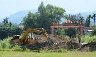 Huyện nghèo nằm trong kế hoạch sáp nhập vẫn xây cổng chào gần 2 tỷ