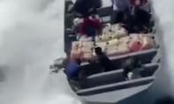 Clip nhóm tội phạm ném 1 tấn ma túy xuống biển khi bị truy đuổi