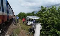Vụ tàu hỏa tông xe 16 chỗ: Thương tâm hai chị em tử nạn