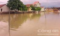 Chùm ảnh vỡ đê khiến hàng trăm hộ dân bị nước nhấn chìm