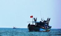 Tàu cá hỏng máy thả trôi trên biển Hoàng Sa cùng 6 ngư dân Quảng Ngãi