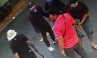 Khởi tố hai cha con nổ súng, chém người ở tiệm cầm đồ