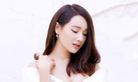 Nhã Phương khoe vẻ đẹp quyến rũ trong đầm trắng