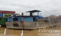 Nổ súng trấn áp đoàn tàu khai thác cát lậu trên sông Đồng Nai