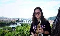 Con gái Trần Mạnh Tuấn ra mắt MV saxophone nhạc Trịnh
