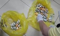 Bắt đối tượng nuốt 1,6 kg cocain trong bụng, đi qua 4 quốc gia