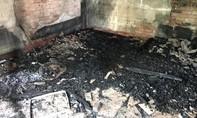 Cháy nhà, cháu bé bị bại não tử vong thương tâm