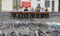 Tiêu hủy hàng trăm khẩu súng và vật liệu nổ