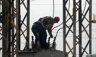 Clip người đàn ông bị thiêu bởi dòng điện 6.000 volt vẫn sống sót
