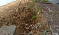 Sạt lở sông Bồ đe doạ tuyến đường và uy hiếp nhiều hộ dân