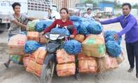 """Xe thồ """"siêu trọng"""" chở cả tấn nông sản sang Campuchia"""