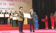 Nghệ sĩ ảo thuật Trần Định được phong tặng Nghệ sĩ ưu tú