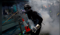 Biểu tình tại Hong Kong tiếp tục hỗn loạn với bom xăng và vòi rồng