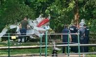 Máy bay Mỹ rơi ở khu dân cư khiến 3 người thiệt mạng