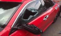 Mâu thuẫn khi tham gia giao thông, thầy chùa đập phá xe ôtô