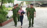 """Nữ giáo viên vào tù vì lừa """"chạy"""" việc"""